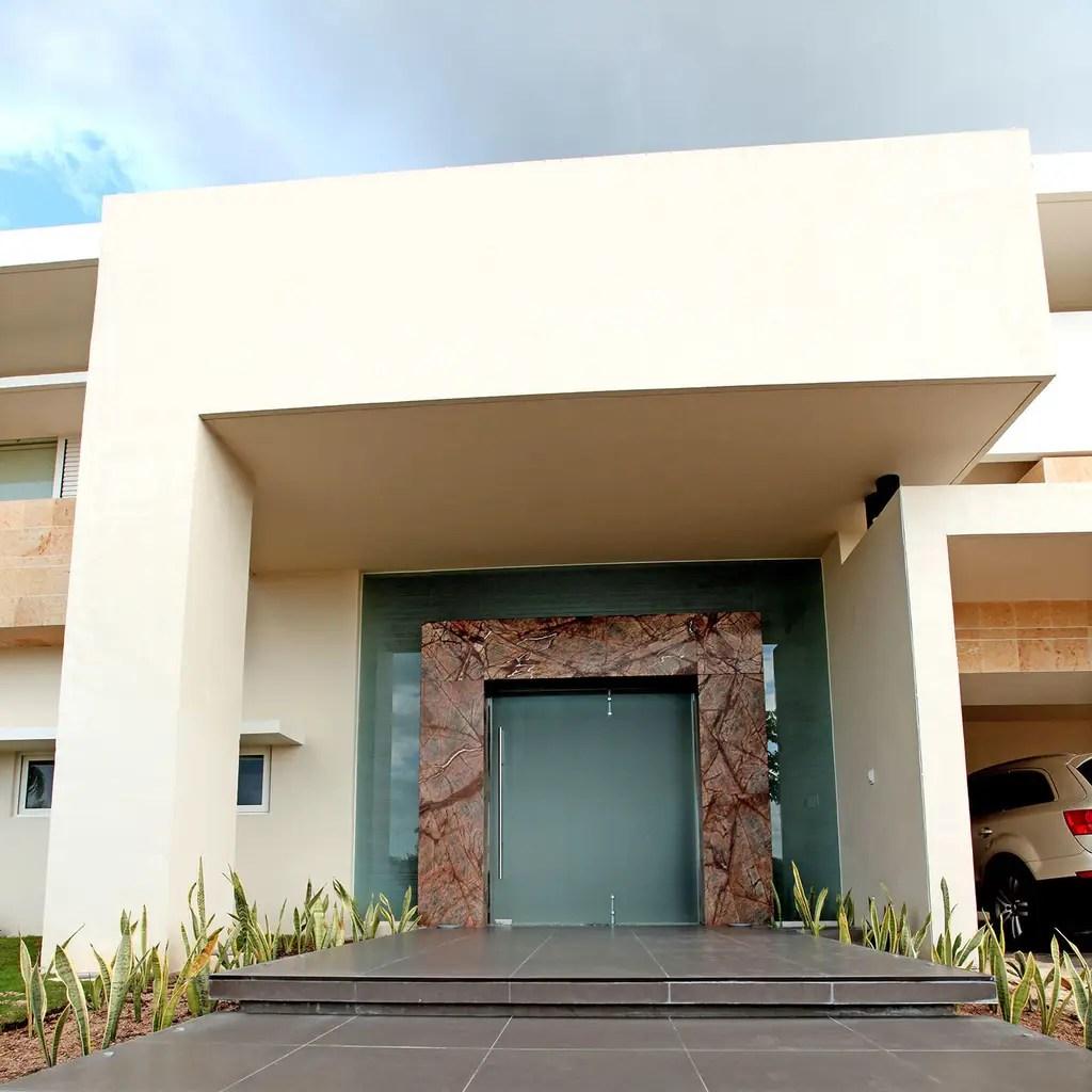 Fotos de casas de estilo minimalista  portico  homify