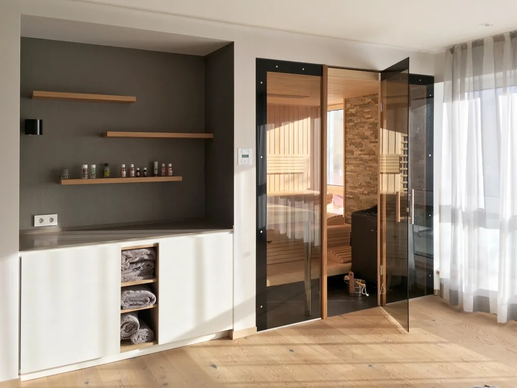 sauna ruheraum gestalten wellness saunawelt kinderhotel almhof. Black Bedroom Furniture Sets. Home Design Ideas