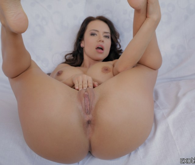 Home Latinas Franceska Jaimes Curvy Exotic Girl Uses Buttplug Then Does Anal