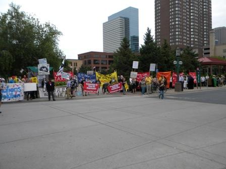 2011-09-01-obamaatAmerLegionbannersprotestersweb.JPG