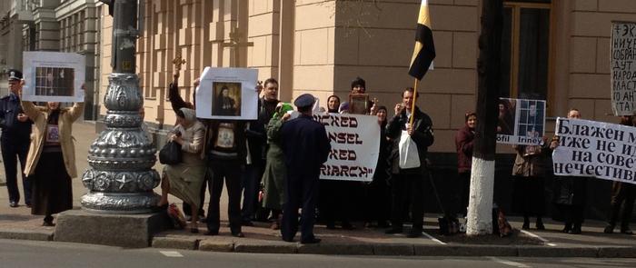 2013-04-25-InterfaithProtest4.jpg