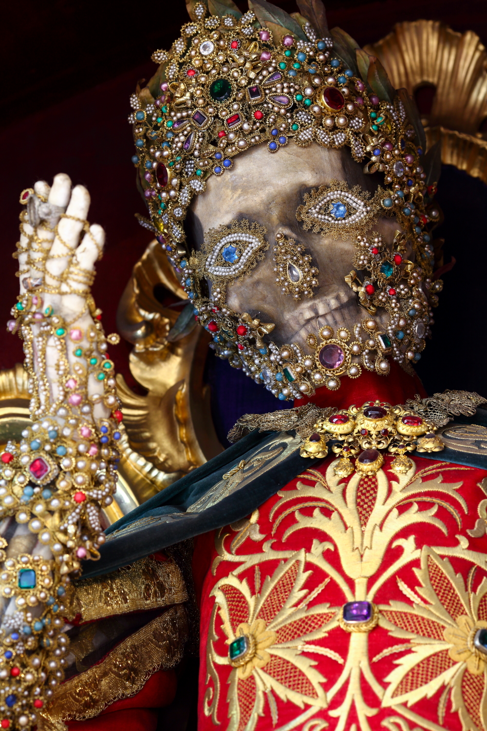 These Dazzling Blinged Out Skulls Will Leave You Yearning