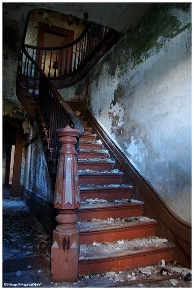 2014-01-03-AbandonedStairs1.jpg