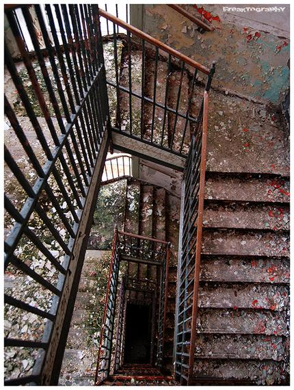 2014-01-03-AbandonedStairs12.jpg