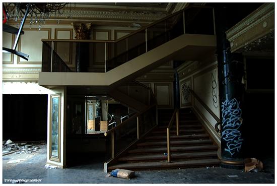 2014-01-03-AbandonedStairs17.jpg