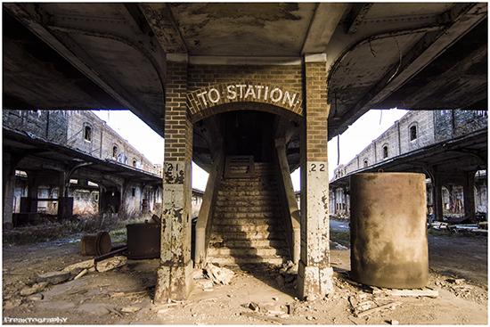 2014-01-03-AbandonedStairs19.jpg