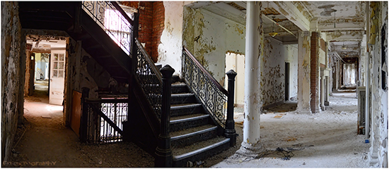 2014-01-03-AbandonedStairs4.jpg