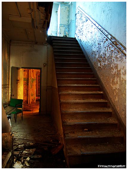 2014-01-03-AbandonedStairs7.jpg