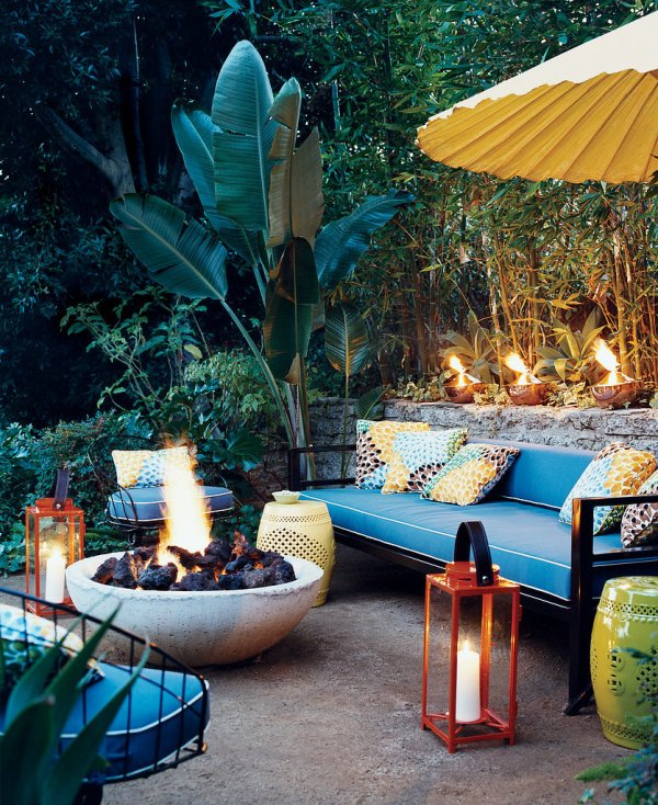 Outdoor Tropical Patio Decor