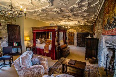 castle thornbury castles bedroom cinderella england hotel henry interior poster medieval viii inside rooms room king stay bedchamber four gloucestershire