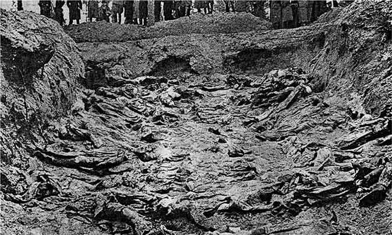 2015-07-21-1437503671-8481128-Katyn_massacre_1.jpg
