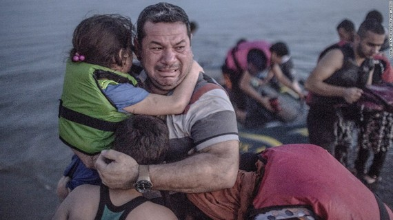 2015-10-16-1444983850-6604060-150903120900restricted01migrantcrisissuper169.jpg