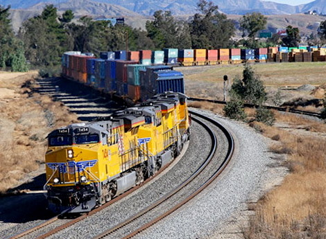2016-03-01-1456858523-5437761-freighttrainrailSourcewww.popularmechaincs.comccr318.jpg