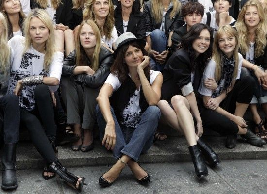 All smile from the models as Helena Christensen takes the centerstage spot
