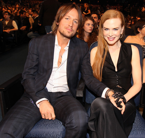 black leather living room with sofa and four chairs nicole kidman at people's choice awards: front row ...
