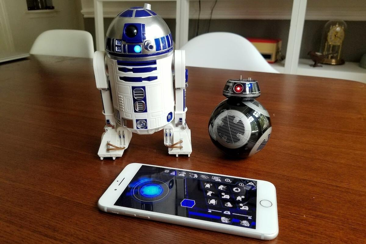 Iphone X Template Wallpaper Star Wars R2 D2 And Bb 9e Droids From Sphero Macworld