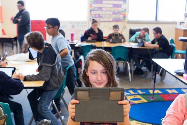 student captures video on ipad 03272018