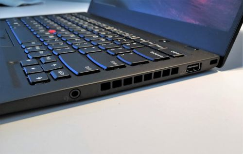 small resolution of lenovo thinkpad x1 carbon 6th gen right ports 2 2