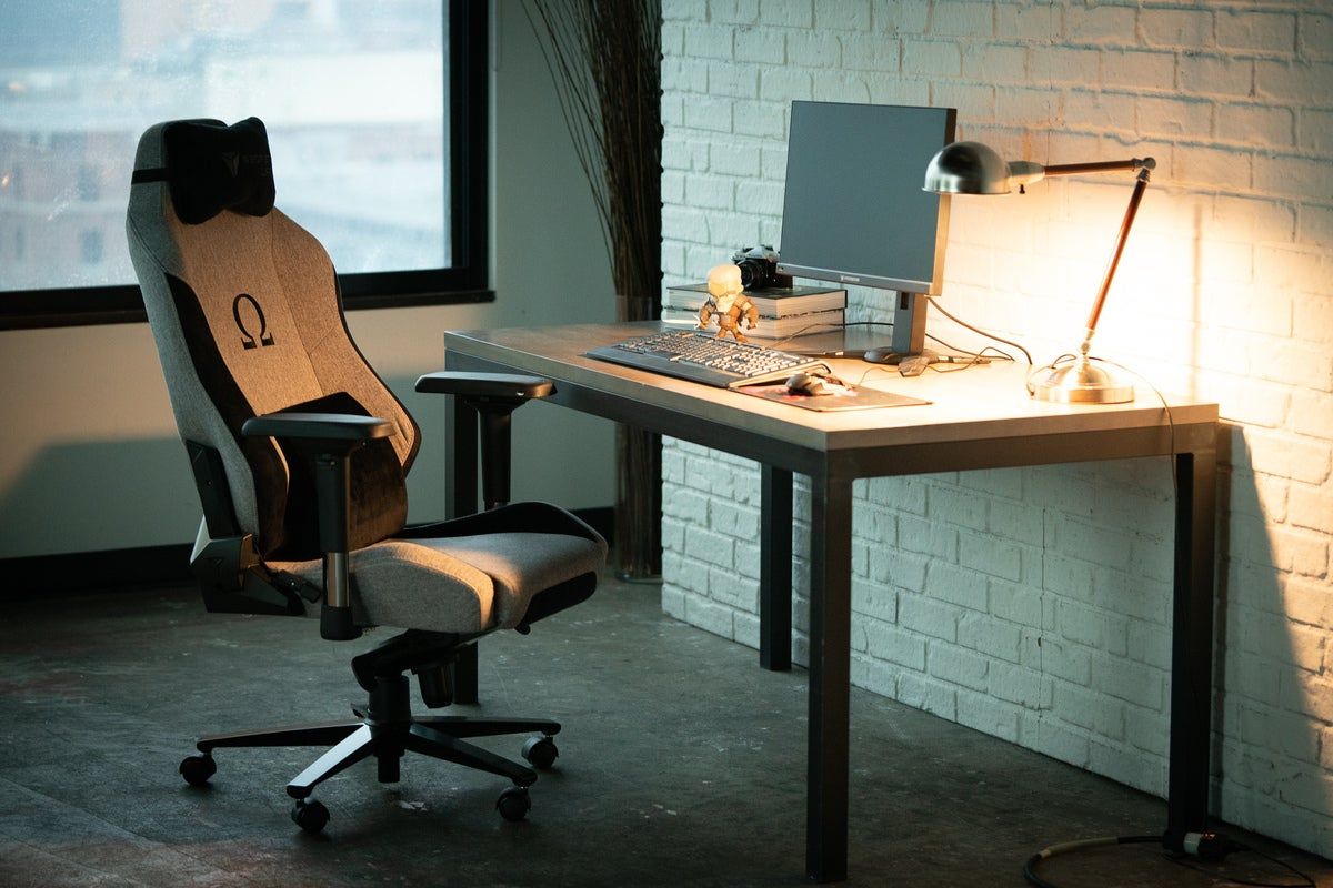 Secretlab Omega Softweave gaming chair Firmly comfortable