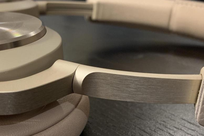 Detail view of the anodized brushed aluminum finish.