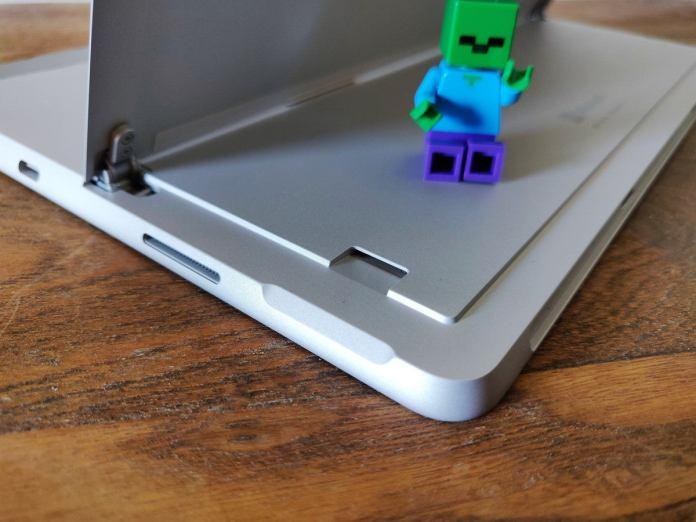 Microsoft Surface Go 2 microsd card slot