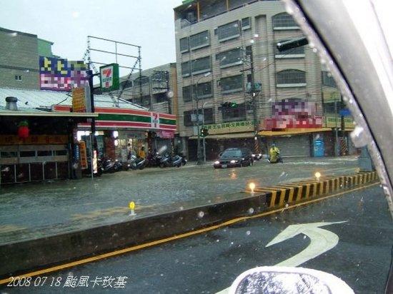 颱風天的便利商店