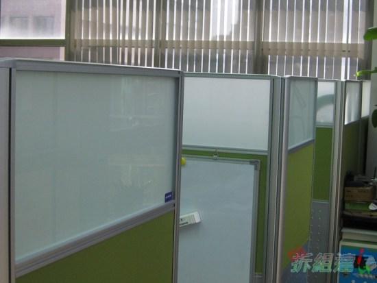 辦公屏風上的白板