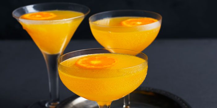 Clementine cocktails in glasses
