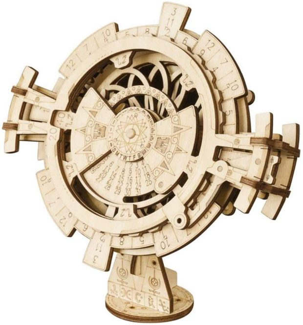 Perpetual calendar 3D puzzle