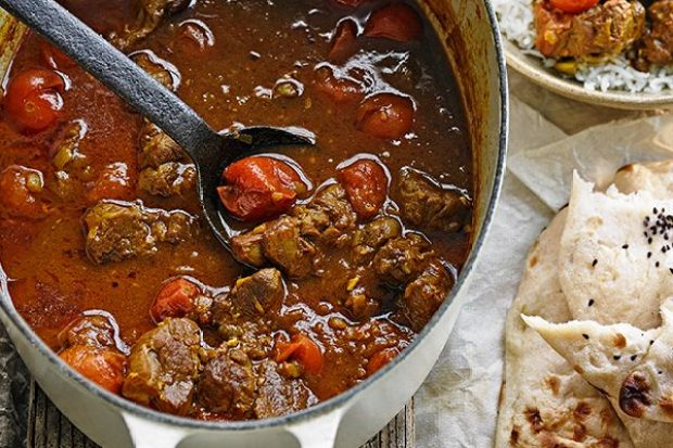 Lamb and tomato curry with mint yogurt