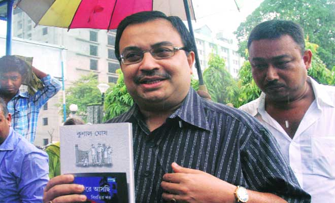 Day after dissent,Ghosh grilled in Saradha scam