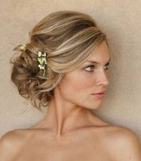 From messy hair to loose curls: Wedding hairdos for the ...