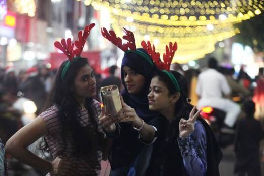 Young girls taking selfies in Pune's MG Road. (Express photo by Pavan Khengre)