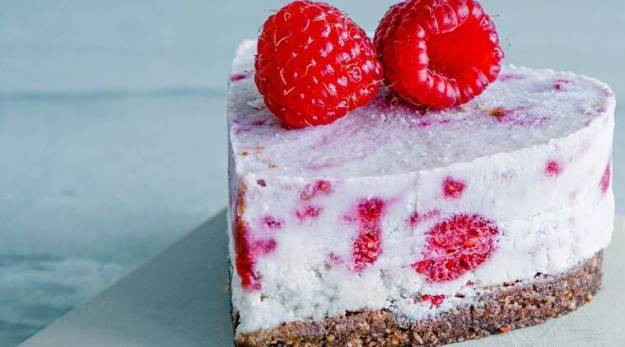 Move over Chocolate Cakes. Try out this Raspberry Cheese Cake recipe.