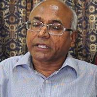 Hyderabad: Chappals thrown at Dalit writer Kancha Ilaiah #WTFnews
