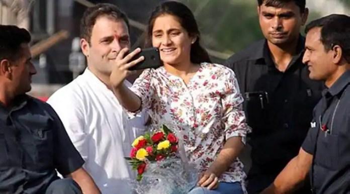 Rahul Gandhi, Gujarat elections, Congress, Rahul Gandhi selfie, Rahul selfie with girl in Gujarat rally, Congress Gujarat rally, Rahul Gandhi in Gujarat, Rahul Gandhi security breach, Rahul Gandhi convoy, india news, indian express