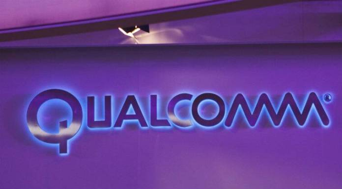 Broadcom Qualcomm bid, semiconductor industry, Qualcomm smartphone chips, Broadcom CEO Hock Tan, Qualcomm board, tech licensing business, Qualcomm CEO Steven Mollenkopf, communications systems, Apple vs Qualcomm
