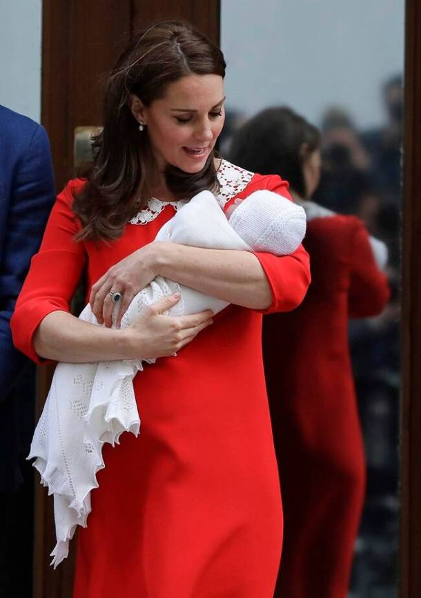 PHOTOS Royal Babys First Photos Kate Middleton And Prince William With New Prince The