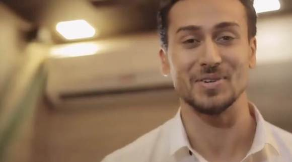 Baaghi 2 success leaves Tiger Shroff speechless. Watch video