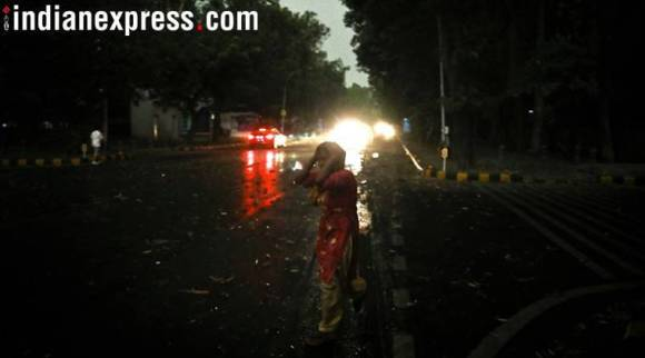 India weather LIVE UPDATES: Dust storm in capital claims one life, several injured