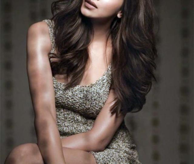 Deepika Padukone Looks Super Pretty In This Sexy Click