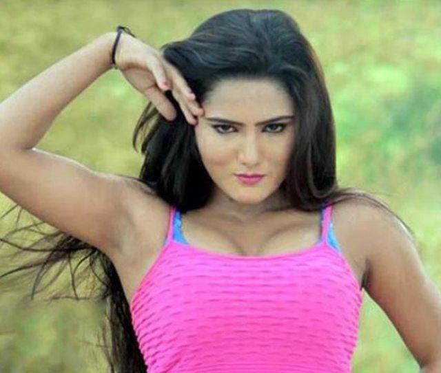 Bhojpuri Sunny Leone Is A Sexy Bombshell