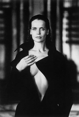 Veruska fotografata nel 1984 da Helmut Newton