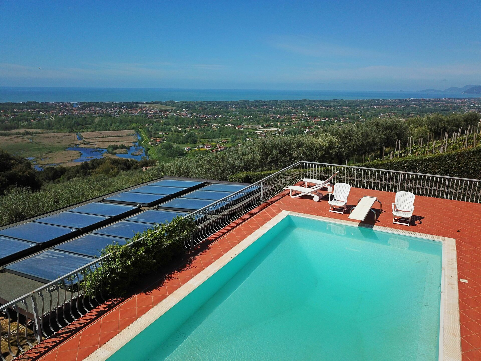House with Sea View  Private Pool for 8 People above Forte dei Marmi