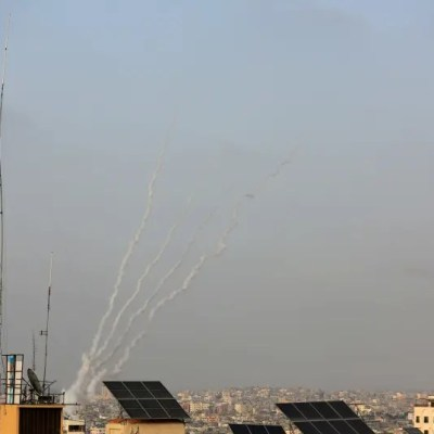 Hamas launched three rockets into the sea, clashes along border – report
