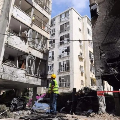 Israeli ground offensive in Gaza 'on table' as rocket barrages continue