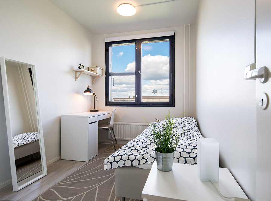 Rooms from  549 in a neat and clean shared flat for