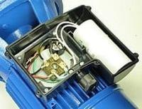 Wenn der Motor nur brummt, ist evtl. der Kondensator kaputt