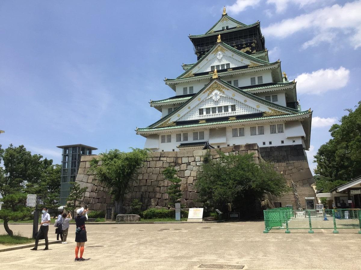 大阪城天守閣の前(6月24日撮影) - 京橋経済新聞