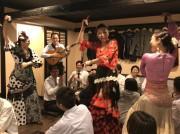 佐賀市中心街で「出前フラメンコ」 飲食店回りフラメンコフェスPR、募金活動も